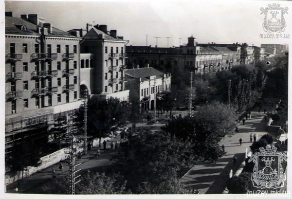 Советская улица, вид на арку во двор кинотеатра