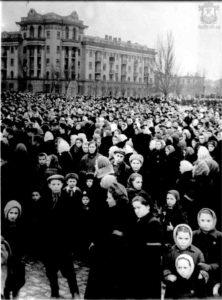 Траурный митинг на Советской площади