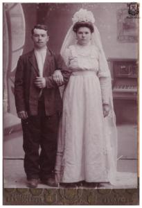 Свадебная Якова и Феодосьи Никитиных. ,Николаев фотоателье Л. Л. Коносевича. 1913 г