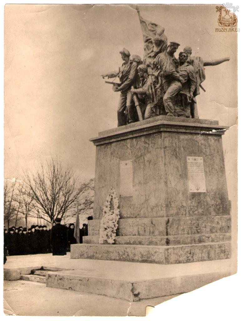 Памятник Ольшанцам (старый)